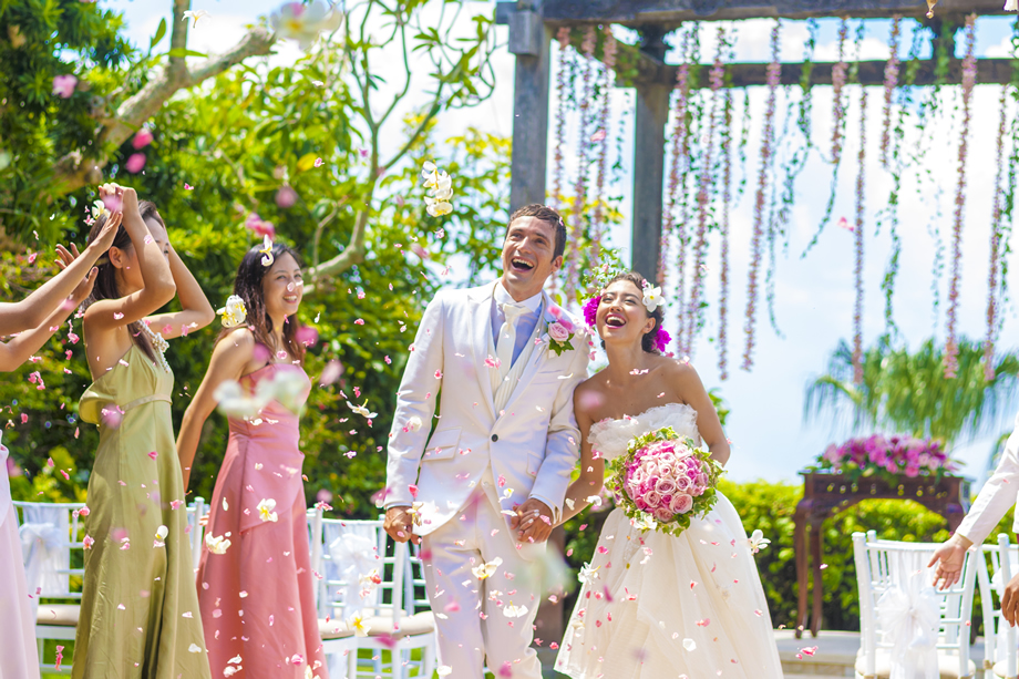 7dda10bbe34a9 バリ島ウェディング・挙式・結婚式の参列者の服装